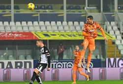 Ronaldo lại gây ấn tượng bằng màn không chiến trước Parma
