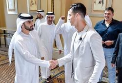 Ronaldo tập gym với con trai Tiểu vương ở Dubai và chờ nhận giải