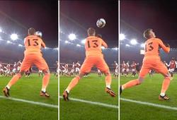 Xem thủ môn Arsenal mắc lỗi tai hại trong trận thua đậm Man City