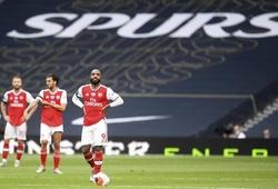 """Ngôi sao Arsenal bị chế giễu sau cú tắc bóng """"tệ nhất từng thấy"""""""