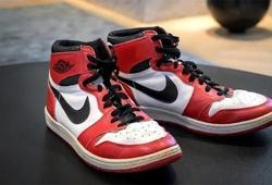 Thể thao và thương mại: Nhà đấu giá chủ động lấn sân sang thị trường cho giới trẻ nhờ bán giày thể thao...