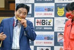 BTC Olympic Tokyo bồi thường cho VĐV có HCV bị Thị trưởng cắn gãy