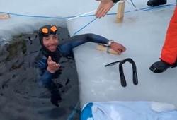 Bơi lặn dưới băng có KLTG mới