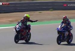 Xem ngay cảnh 2 tay đua mô tô đùa với tử thần tại World Superbike