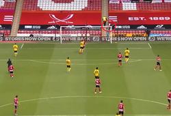 Arsenal suýt bị thủ môn Sheffield chọc thủng lưới theo cách khó tin