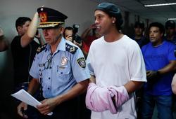 Ronaldinho hé mở câu chuyện đằng sau việc bị quản thúc khi ra tù