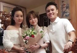 Quang Hải tình tứ bên Huỳnh Anh, ăn tối cùng mẹ nuôi
