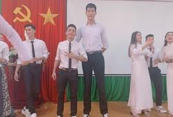 Sau lễ tốt nghiệp, chàng kều bóng chuyền Việt tung bộ ảnh cực HOT với chiều cao khủng