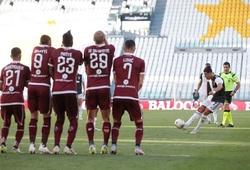 Ronaldo đổi chiến lược để có bàn đá phạt đầu tiên cho Juventus