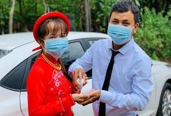 """CĐV """"ruột"""" Quảng Nam FC hoãn cưới hai lần vì COVID-19"""