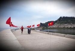 Đường chạy Tiền Phong Marathon 2020 đảo Lý Sơn phủ kín 3000 cờ Tổ quốc rực rỡ