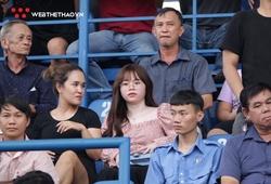 Huỳnh Anh đến Gò Đậu cổ vũ và gửi thông điệp ý nghĩa tới Quang Hải