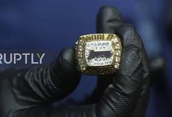 Nhẫn vô địch Kobe Bryant tặng cha tiếp tục được bán