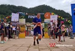 Anh chàng dân tộc Mông 3 con vô địch sự kiện chạy ở Mù Cang Chải dù đến muộn
