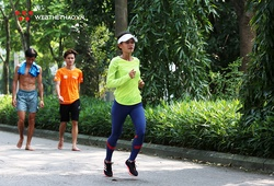 """""""Đội nắng"""" tập giữa hè, HCĐ SEA Games 30 Hồng Lệ quyết tâm giữ ngôi Tiền Phong Marathon 2020"""