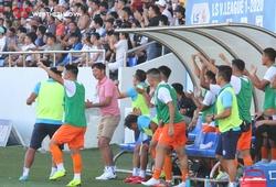 Nụ cười tươi rói của HLV Lê Huỳnh Đức sau thắng lợi đậm nhất V.League 2020
