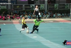 Lác mắt với kỹ năng chơi bóng siêu việt của các em bé mẫu giáo Thái Lan