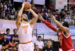 Singapore Slingers 87-80 Saigon Heat: Tâm điểm trọng tài