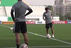 Nhật Bản vs Qatar: Inui phô diễn tuyệt kỹ của Ronaldinho trên sân tập