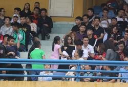 Bùi Tiến Dũng bất ngờ xuất hiện cùng bạn gái Quang Hải