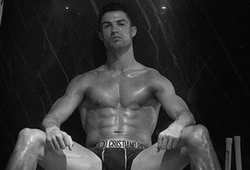 Ronaldo khoe cơ bắp khi chạy đua bình phục chấn thương để đá Cúp C1