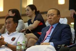 HLV Park Hang-seo cực kỳ thân thiện tại lễ Khai mạc giải hạng Nhất