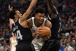 """Đòn kết liễu của """"Á Thần"""" Antetokounmpo buộc Blake Griffin phải chia tay NBA Playoffs 2019"""