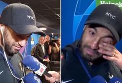 Người hùng Moura của Tottenham vừa trả lời phỏng vấn vừa khóc