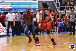 """""""Người nhện"""" dính vòng lao lý sau khi phá rối sân đấu tại PBA"""