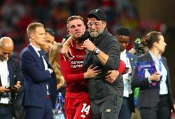 Xúc động với khoảnh khắc ăn mừng và lời chia sẻ của HLV Klopp cùng đội trưởng Henderson sau khi lên ngôi vương