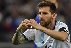 Giải mã ý nghĩa hành động ăn mừng của Messi sau khi giúp ĐT Argentina thoát thua