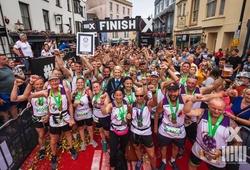 Kỷ lục thế giới 'chạy marathon người nối người' lại bị phá