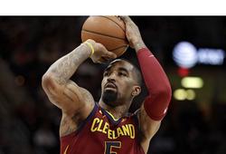 """""""Thánh ngáo"""" JR Smith chính thức rời Cavaliers, nhưng liệu anh có đến Lakers để tiếp tục """"ám"""" LeBron James?"""