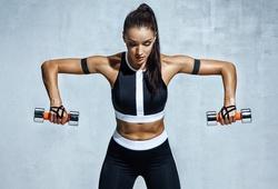 7 động tác tập tạ tay tăng cường cơ cốt lõi siêu hiệu quả