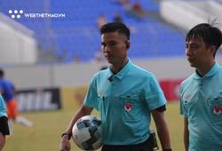 HLV Huỳnh Đức: Trọng tài cứ nhìn ở ngoài sân, gây ức chế cầu thủ