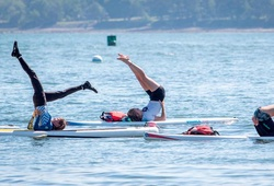 Nữ chuyên gia chết đuối trong buổi học yoga trên ván chèo đứng