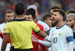 Barca vui mừng khi Messi bị... phạt nặng