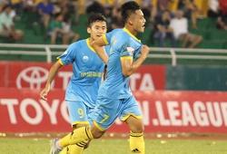 Lập siêu phẩm, cầu thủ Khánh Hòa không thể vớt vát hy vọng trụ hạng