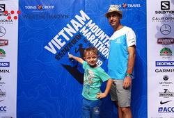Những vận động viên đầu tiên chạm tay vào racekit Vietnam Mountain Marathon 2019
