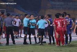 """Trọng tài FIFA Trương Hồng Vũ và những lần dính """"phốt"""" ở V.League"""