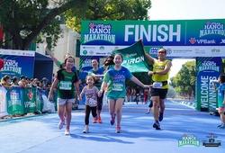 Những khoảnh khắc về đích ấn tượng của VPBank Hanoi Marathon 2019