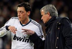 """CĐV Arsenal tin Mourinho sẽ """"hóa phép"""" Ozil nếu thay thế Emery"""