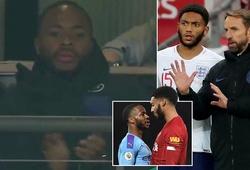 """Sterling phản ứng thế nào khi """"kình địch"""" ở đội tuyển Anh vào sân?"""