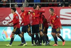 Tây Ban Nha, Italia đại thắng trong đêm mưa bàn thắng