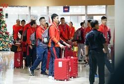 Đoàn thể thao Việt Nam đổ bộ nhuộm đỏ sân bay Manila trước ngày khai mạc SEA Games 30
