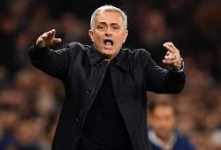 Arsenal bỏ lỡ Mourinho trước khi sa thải Emery như thế nào?