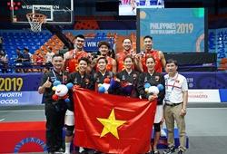 Đội tuyển bóng rổ 3x3 Việt Nam hạnh phúc cùng tấm huy chương lịch sử