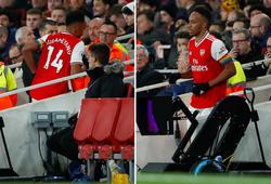 """CĐV Arsenal nổi giận khi Aubameyang rời sân lúc """"nước sôi lửa bỏng"""""""