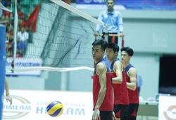 """SEA Games: Tuyển bóng chuyền nam Việt Nam gây """"sốc"""" với 3 trận... toàn thua"""