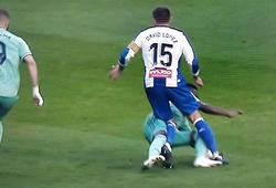 Real Madrid may mắn không bị đuổi 2 người khi thắng Espanyol